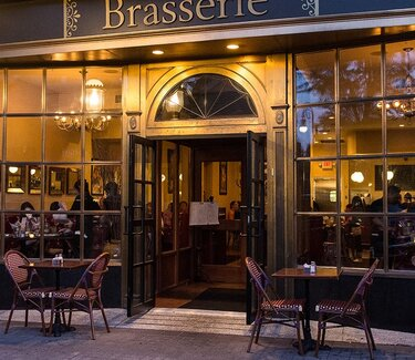BRASSERIE NIGHT STREET VIEW